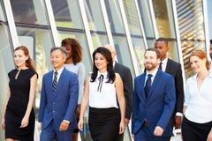Negocio multicultural Team Outside Modern Office foto de archivo