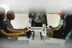 Negocio Team Brainstorming en taller de la reunión fotografía de archivo libre de regalías