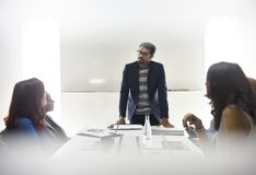 Negocio Team Brainstorming en taller de la reunión foto de archivo libre de regalías