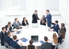 Negocio Team Meeting Seminar Training Concept Apretón de manos Imagen de archivo libre de regalías