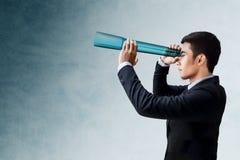 Negocio Vision y concepto de la dirección, hombre de negocios Looking o S fotos de archivo