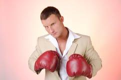 Negocio y éxito Lucha de la oficina Hombre joven en guantes de boxeo Trabajo y la batalla Imagenes de archivo