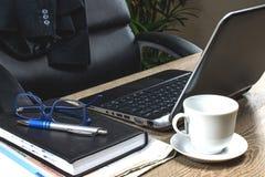 Negocio y concepto del contable con el lugar de trabajo casero Fotos de archivo