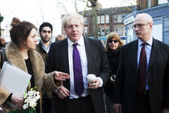 Negocios locales vizited Boris Johnson del alcalde de Londres pequeños Imagenes de archivo