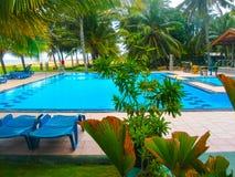 Negombo, Sri Lanka - 29. April 2009: Der Swimmingpool im Camelot-Strand-Hotel Stockfotografie