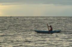 Negombo, Sri Lanka, 06 November, 2015: Vissers met catamaran stock fotografie