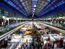 Negozi e stalle dentro il centro commerciale di Greenhills fotografia stock libera da diritti