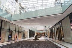 Negozi nel centro commerciale del Dubai Fotografia Stock