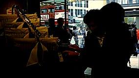 Negozio archivistico di modo di Londra video d archivio