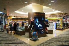 Negozio dei clienti per i libri nell'aeroporto di Singapore Fotografia Stock