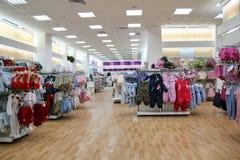 Negozio dei vestiti del bambino fotografie stock