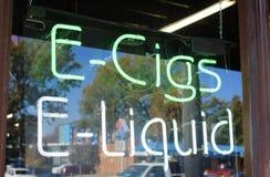 Negozio del E-liquido e della E-sigaretta Fotografia Stock Libera da Diritti