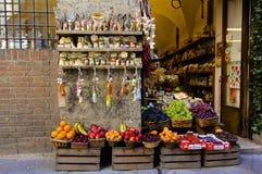 Negozio della frutta e di Siena Wine Immagine Stock Libera da Diritti