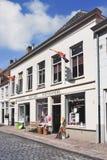 Negozio di alcolici alloggiato in palazzo rinnovato, Heusden, Paesi Bassi Fotografia Stock