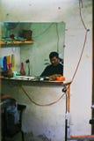 Negozio di barbiere nel mercato del Mekong Fotografia Stock Libera da Diritti
