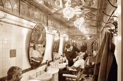 Negozio di barbiere storico a Genova immagini stock libere da diritti