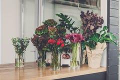 Negozio di fiore interno, piccola impresa dello studio di progettazione floreale immagini stock libere da diritti