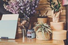 Negozio di fiore interno, piccola impresa dello studio di progettazione floreale Fotografia Stock