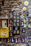 Negozio di ricordo al villaggio di Vernazza in Cinque Terre Italy fotografia stock libera da diritti
