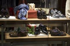 Negozio di scarpe dell'abbigliamento di modo Fotografie Stock