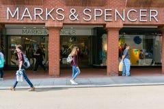 Negozio di Spencer e dei segni Fotografia Stock
