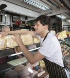Negozio di Working In Cheese del rappresentante Fotografie Stock