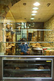 Negozio dolce nei bazar di Damasco, Siria Immagini Stock