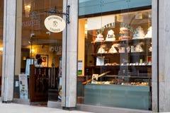 Negozio e caffè di Valerie Cake della pasticceria fotografia stock
