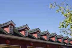 Negozio e cielo blu di finestra immagini stock libere da diritti