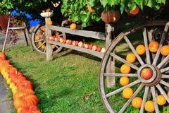 Negozio locale della frutta, commerciante in Princeton, Columbia Britannica Decorazione piacevole con la zucca, groud, frutti sul Fotografia Stock