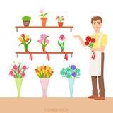 Negozio maschio di In The Flower del fiorista che dimostra l'assortimento Fotografie Stock