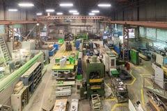 Negozio metallurgico Torni e smerigliatrici, saldatura e tagliatrici Fotografia Stock Libera da Diritti