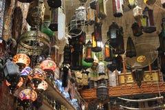 Negozio tradizionale dell'Oman delle lampade Immagini Stock