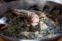 Negra de Paella dans la casserole Image libre de droits