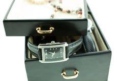 Negro con los relojes femeninos de plata foto de archivo libre de regalías