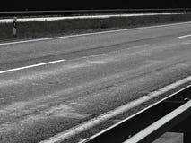 Negro oscuro de la atmósfera del asfalto del camino foto de archivo