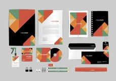 Negro, rojo, verde con la plantilla de la identidad corporativa del triángulo para su negocio Fotografía de archivo libre de regalías