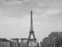 Negro y blanco de la torre Eiffel Imagenes de archivo
