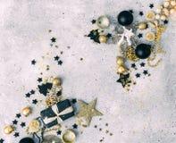 Negro y decoraciones de la Navidad del oro Foto de archivo libre de regalías