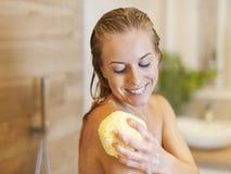 Nehmen der Dusche Stockfotos