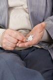 Nehmen der Medikation stockfoto