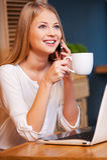 Nehmen der Zeit für Kaffeepause Lizenzfreies Stockfoto