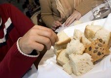 Nehmen des Brotes Stockbild