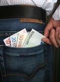 Nehmen des Geldes stockbild