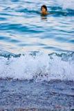 Nehmen eines Bades lizenzfreie stockbilder