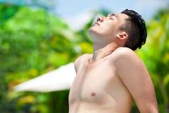 Nehmen eines Tan Stockfoto