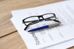 Nehmen Sie Anwendung auf dem Schreibtisch wieder auf, der bereit ist wiederholt zu werden stockbilder