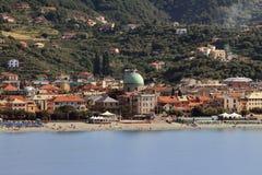 Nehmen Sie auf Seeküste Albissola-Jachthafen, Savona, Italien Zuflucht Stockfotos