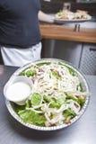 Nehmen Sie Caesar-Salat heraus Lizenzfreie Stockbilder