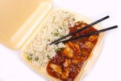 Nehmen Sie chinesisches süßes und saures Huhn mit Reis weg Stockbild